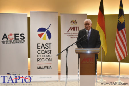 from left to the right: CEO of ECERDC Datuk Seri Jebasingam Issace John