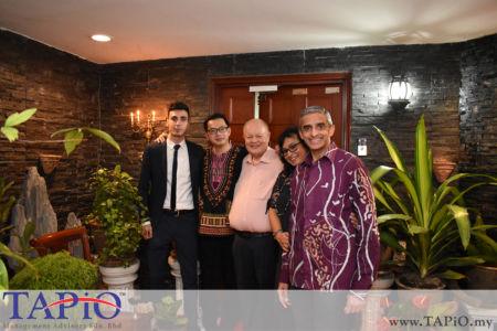 from left to the right: Mr. Mehmet Akalin, Director at AZ Scientific Dentistry PLT Mr. Billy Choong Bing Liang, Chairman of TAPiO Management Advisory Mr. Bernhard Schutte, Ambassador of Singapore H.E. Vanu Gopala Menon, Ms. Jayanthi Menon
