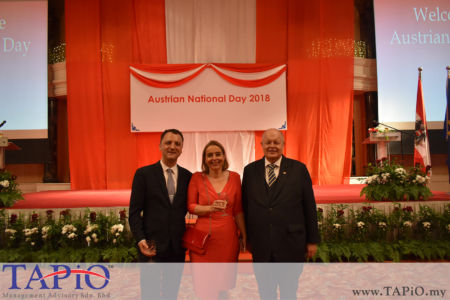 from left to the right: Managing Partner of TAPiO Management Advisory Mr. Thomas Bernthaler, Ambassador of Netherland H.E. Karin Marike Mossenlechner, Chairman of TAPiO Management Advisory Mr. Bernhard Schutte