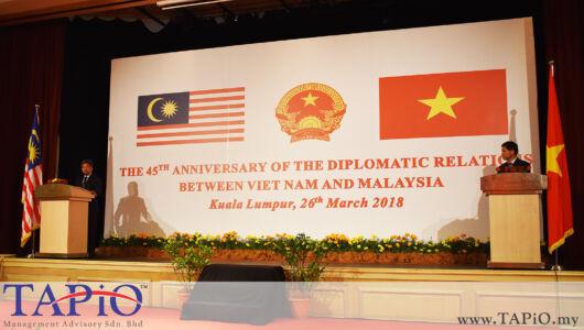 from left to the right: Deputy Secretary General (Bilateral Affairs) YM Raja Dato' Nushirwan Zainal Abidin; Ambassador of Vietnam H. E. Le Quy Quynh