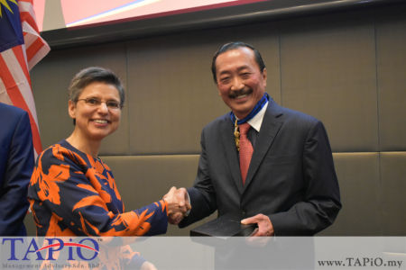 from left to the right: Chairman of the Institute of Tropical Medicine Antwerp Cathy Berx, Founder of Berjaya Corporation Tan Sri Vincent Tan Chee Yioun