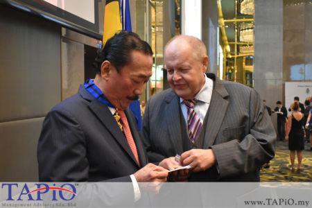 from left to the right: Founder of Berjaya Corporation Tan Sri Vincent Tan, Chairman of TAPiO Management Advisory Mr. Bernhard Schutte