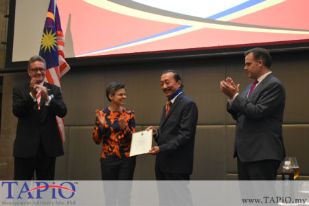 from left to the right: Ambassador of Belgium H.E. Pascal Grégoire, Chairman of the Institute of Tropical Medicine Antwerp Ms Cathy Berx, Founder of Berjaya Corporation Tan Sri Vincent Tan, Secretary of State for Social Fraud, Privacy and the North Sea Philippe De Backer