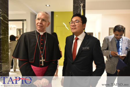 Ambassador of Holy See to Malaysia H.E. Joseph Marino with the Deputy Minister of Agriculture and Agro-based Industry YB Sim Tze Tzin