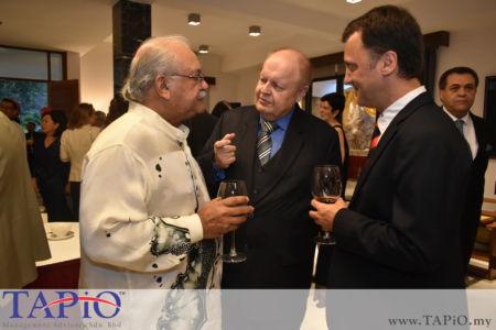 from left to the right: Managing Director - Standard Chartered Bank Mr. Osman Morad, Chairman of TAPiO Management Advisory Mr. Bernhard Schutte, Managing Partner of TAPiO Management Advisory Mr. Thomas Bernthaler