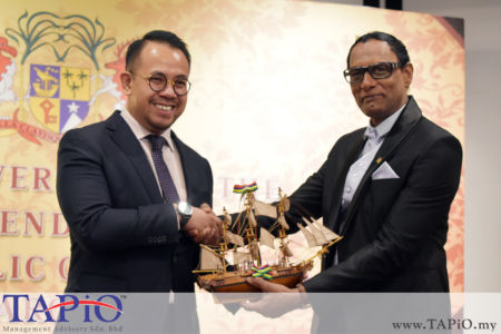 Deputy Minister of Youth and Sports YB Steven Sim Chee Keong with High Commission of the Republic of Mauritius H.E. Dato Dr. Issop Patel