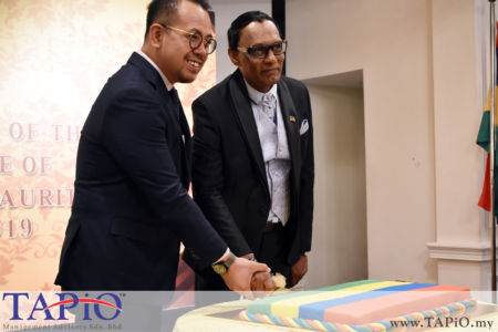 Deputy Minister of Youth and Sports YB Steven Sim Chee Keong with High Commissioner of the Republic of Mauritius His Excellency High Commissioner Dato Dr. Issop Patel