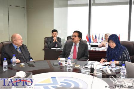 from left to the right: Chairman of TAPiO Management Advisory Mr. Bernhard Schutte, Chairman of Asia Logistics Council YBhg Tan Sri Abd Rahman Mamat, Executive Vice President from Asia Logistics Ms. Fauziah Johari