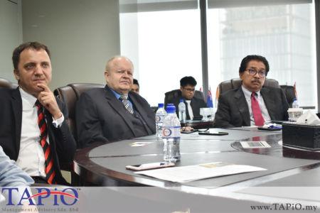 from left to the right: Managing Partner of TAPiO Management Advisory Mr. Thomas Bernthaler, Chairman of TAPiO Management Advisory Mr. Bernhard Schutte, Chairman of Asia Logistics Council YBhg Tan Sri Abd Rahman Mamat