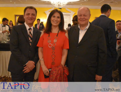 from left to the right: Managing Partner of TAPiO Management Advisory Mr. Thomas Bernthaler, Mrs. Patricia Gloria Trincado Clavero, Chairman of TAPiO Management Advisory Mr. Bernhard Schutte