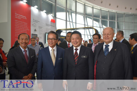 from left to the right: Chief Secretary to the Government (KSN) Datuk Seri Ismail Bakar, Minister in the Prime Minister's Department Datuk Liew Vui Keong, Minister of International Trade and Industry (Incumbent) Ignatius Darell Leiking, Chairman of TAPiO Management Advisory Mr. Bernhard Schutte