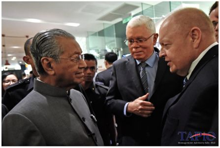 Chairman of TAPiO Management Advisory Mr. Bernhard Schutte with Prime Minister of Malaysia Tun Dr Mahathir bin Mohamad and CEO of ECERDC Datuk Seri Jebasingam Issace John.