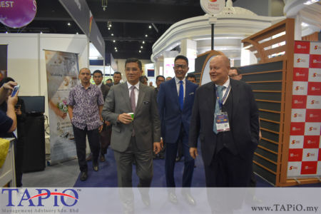 from left to the right: Minister of Economic Affairs of Malaysia Mr. Mohamed Azmin Ali, Chairman of Investment, Industrial and Trade Standing Committee, Small and Medium Industries (SMI) Datuk Teng Chang Khim, Chairman of TAPiO Management Advisory Bernhard Schutte