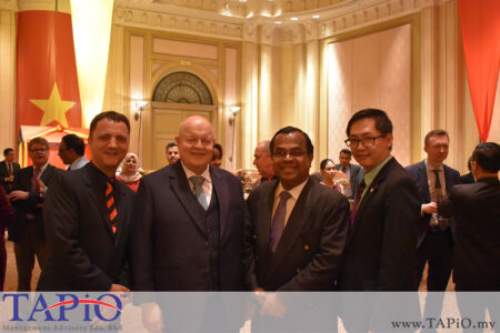 from left to the right: Managing Partner of TAPiO Management Advisory Mr. Thomas Bernthaler, Chairman of TAPiO Management Advisory Mr. Bernhard Schutte, Director of Economic & Industry Development Division, Malaysian Palm Oil Board Mr. Balu Nambiappan, General Manager of HappyWater Mr. Heng Siang Tan