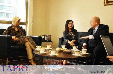 from left to the right: Ambassador of the Republic of Turkey H.E. Dr. Merve Kavakci, Commercial Counsellor at the Turkish Embassy Kuala Lumpur Ms. Elif Haliloğlu Güngüneş, Chairman of TAPiO Management Advisory Mr. Bernhard Schutte