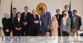 A productive discussion with His Excellency Ambassador Nikolaus Graf Lambsdorff, German Ambassador to Malaysia, Mr Bernhard Schutte, Chairman of TAPiO Management Advisory, Mr Tan Heng Siang, Manager, Corporate Strategic Planning ECERDC/Manager (Programme), Asia Centre of Excellence for Smart Technologies and Ms. Nurliza Ahmad Senior Manager Corporate Strategic Planning ECERDC/ Head (Programme), Asia Centre of Excellence for Smart Technologies, Ms Farah Diba Manager, Investor Management ECERDC, at the German Embassy Kuala Lumpur. The TAPiO Intelligence Department gave a presentation on the research on the potential for German companies in Malaysia.