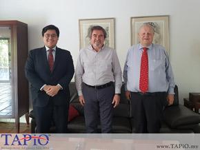 Diplomat having a group photo