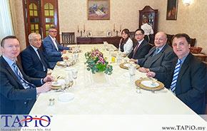 diplomats at dining table